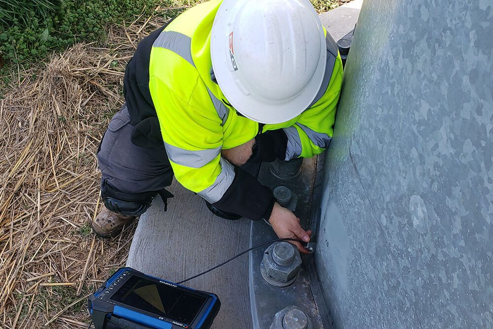 TXNDT ultrasonic testing on a light pole