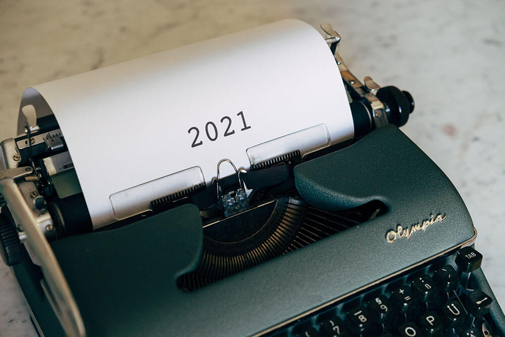 "Typewriter that says ""2021"""